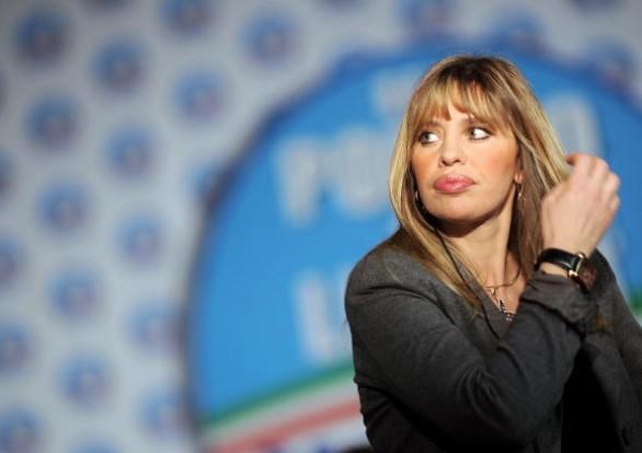 Alessandra-Mussolini-Candidata-alle-primarie-del-Pdl-586x414