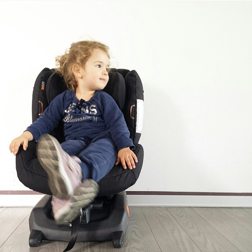 La sicurezza in auto del nostro bimbo è fondamentale ! / The car safety of our child is paramount !